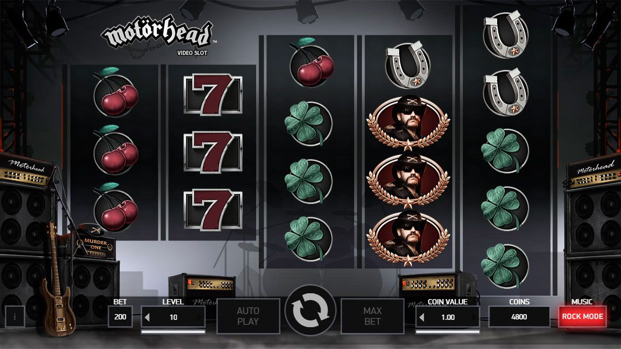 Gaming process at Motörhead slot machine