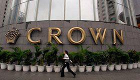 Дилер Crown Resort сообщил, чтобы помочь друзьям выиграть $ 100.000
